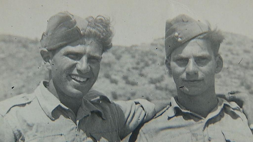 Viktor Wellemín (vpravo) se spolubojovníkem