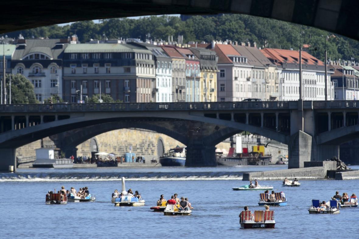 Šlapadla na Vltavě v centru Prahy