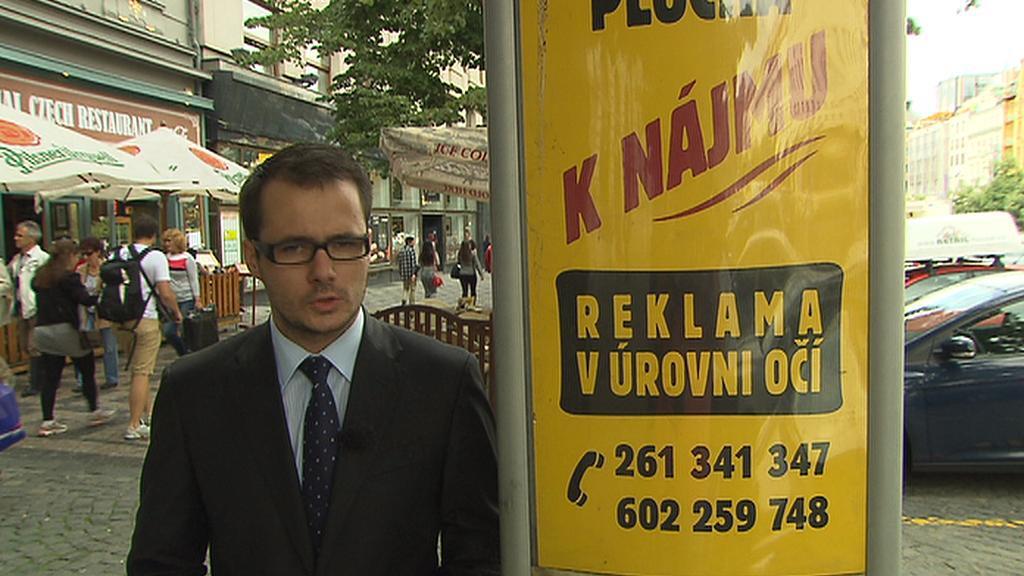 Pouliční reklama v centru Prahy