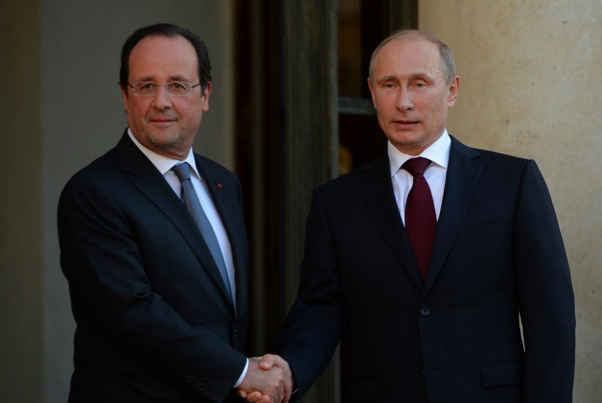 Francouzský prezident Francois Hollande a jeho ruský protějšek Vladimir Putin