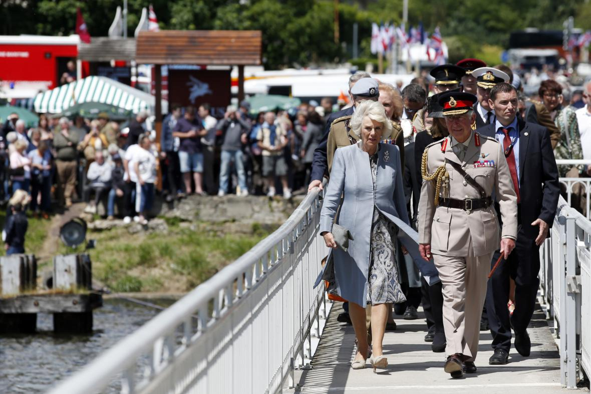Princ Charles s Camillou v Normandii