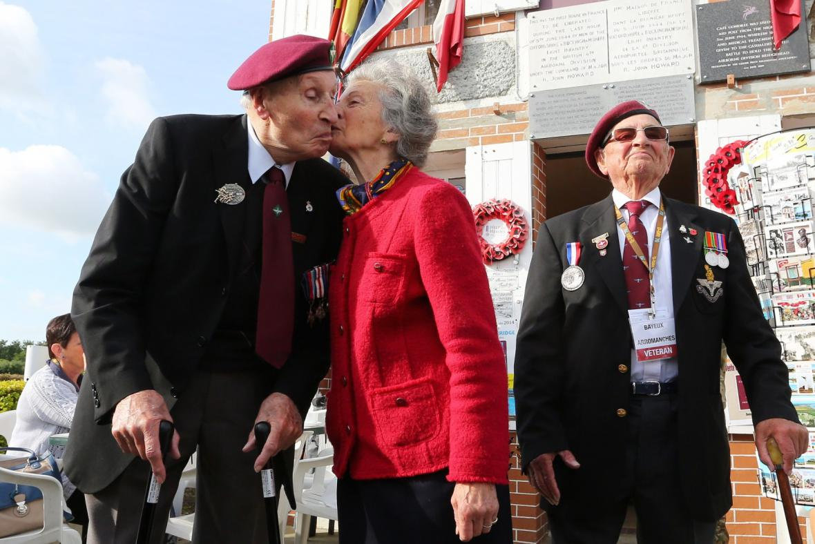 Veteráni slaví výročí Normandie
