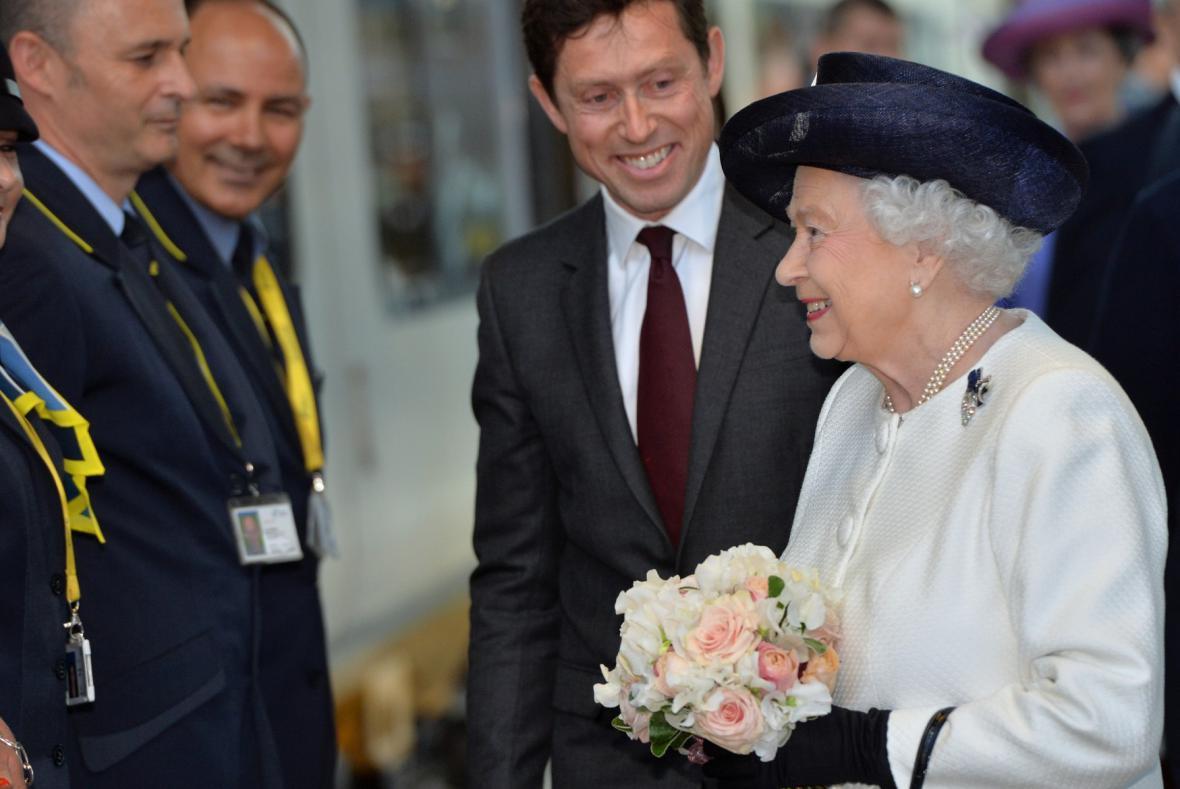 Královna Alžběta II. přijela do Francie