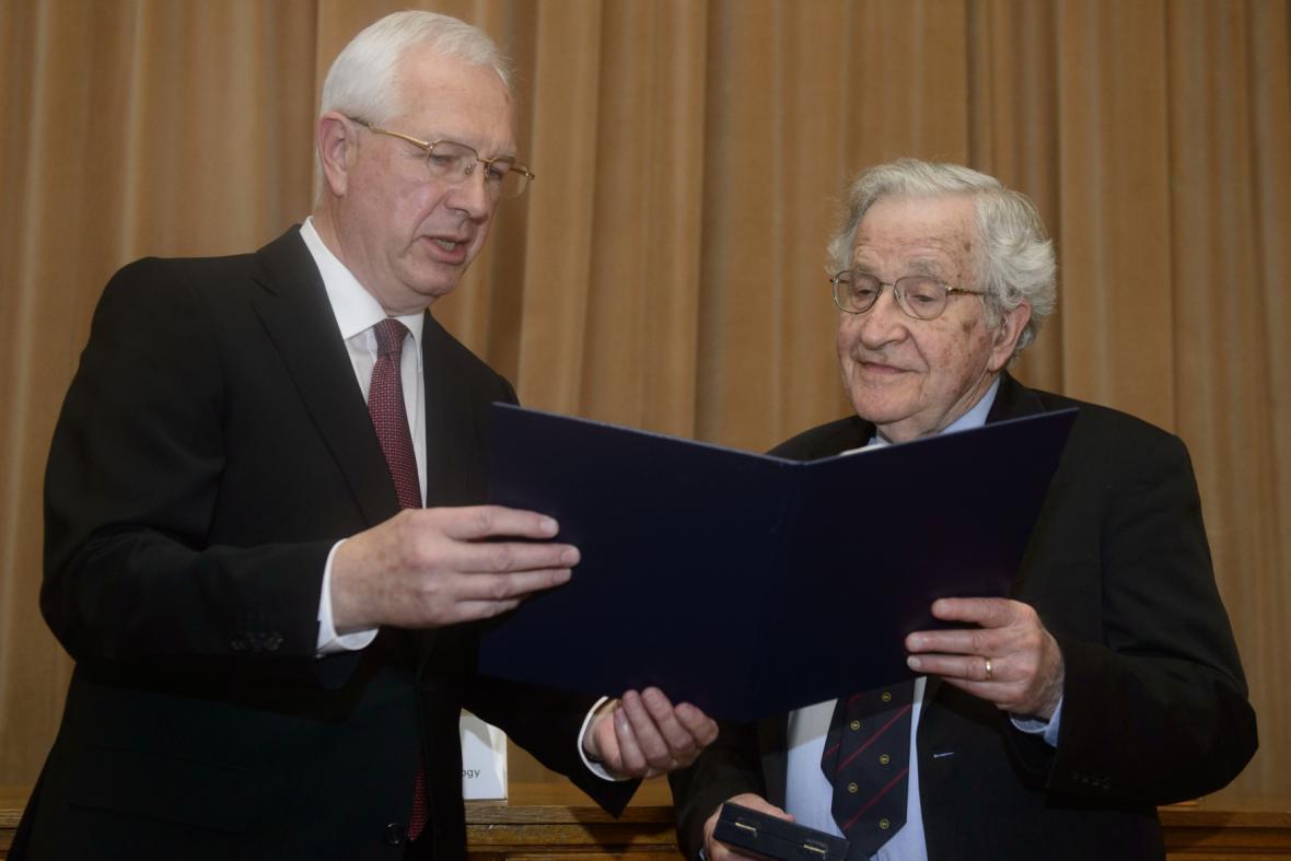 Jiří Drahoš a Noam Chomsky