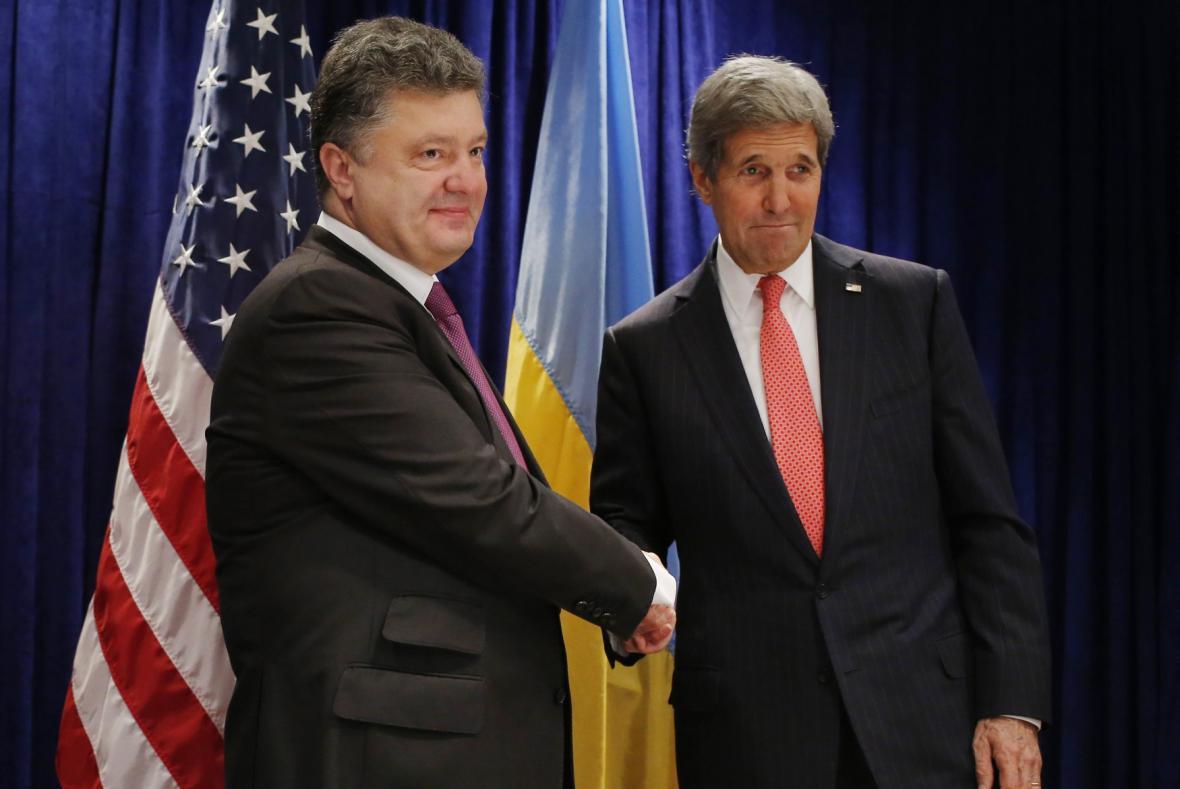 Petro Porošenko a John Kerry