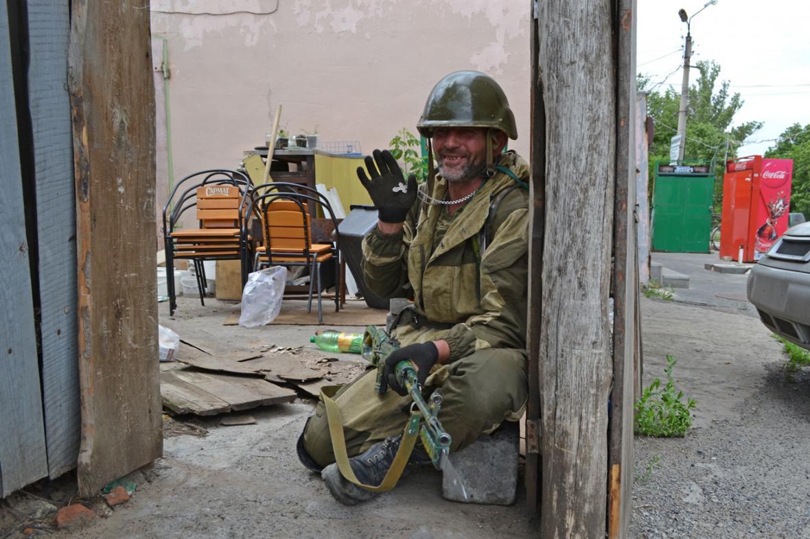 Člen proruských milicí ve Slavjansku