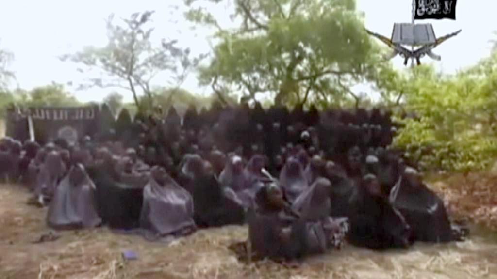 Unesené Nigerijky na videu zveřejněném milicemi Boko Haram