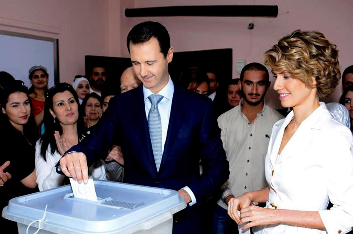 Bašár Asad odvolil s manželkou