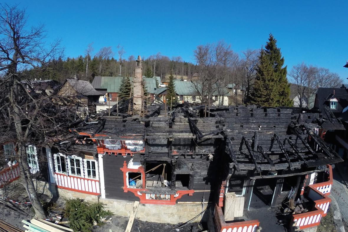 Vyhořelá chata Libušín na Pustevnách