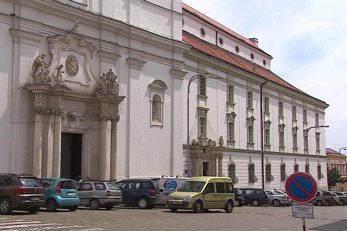 Znojemský kostel s klášterem