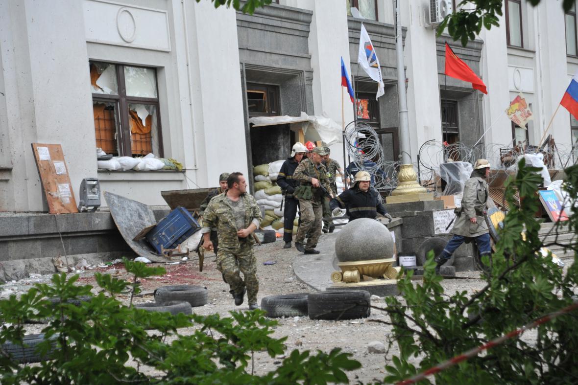 Výbuch silně poškodil sídlo luhanského gubernátora