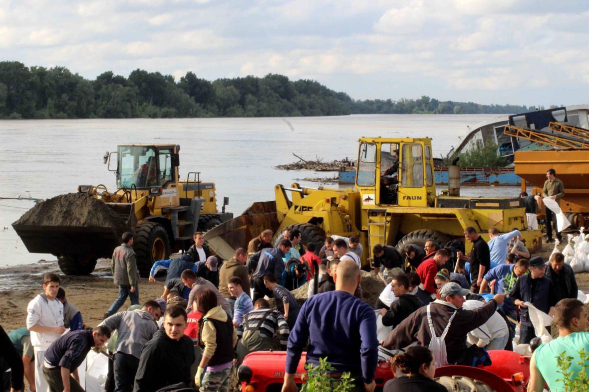 Kolem Bělehradu rostou protipovodňové zábrany