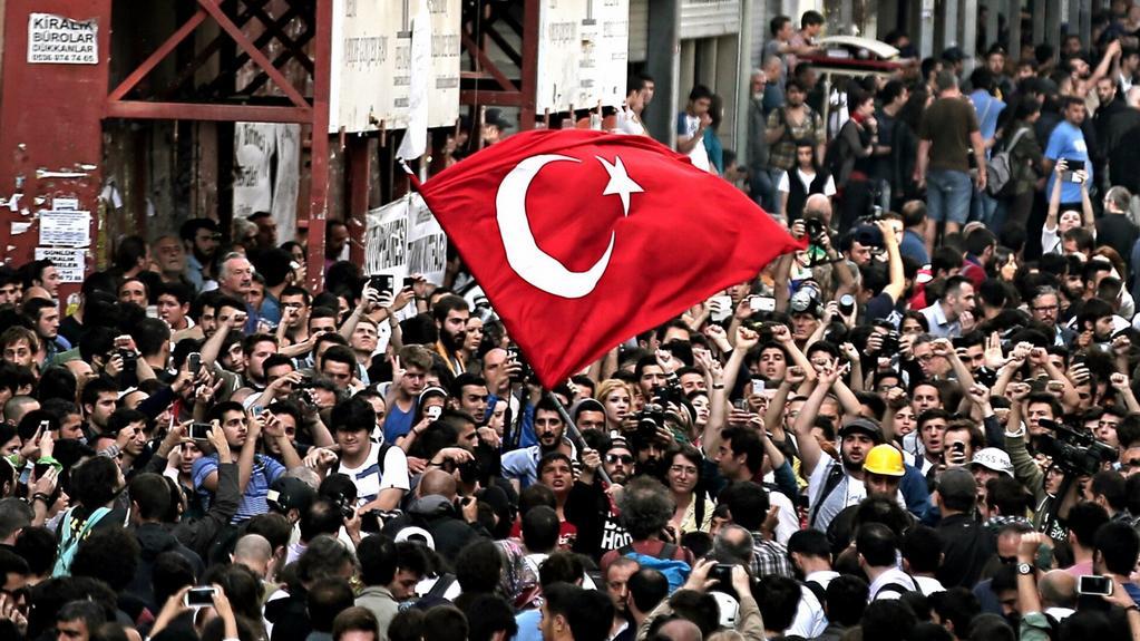 Stovky demonstrantů znovu v ulicích