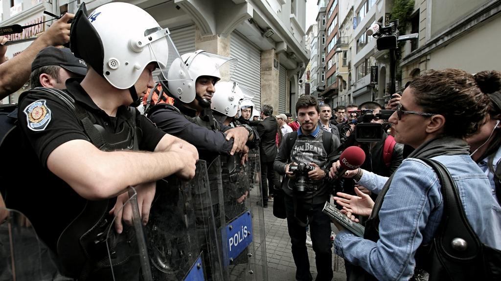 Bezpečnostní hlídky v ulicích Istanbulu