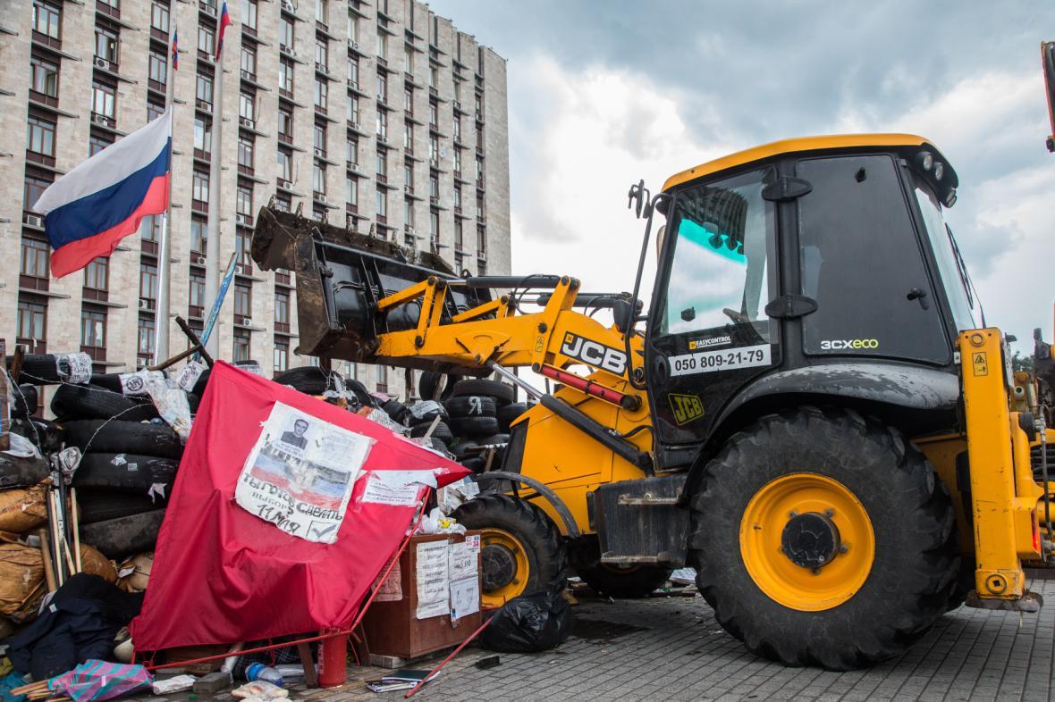 Bourání barikád v Doněcku