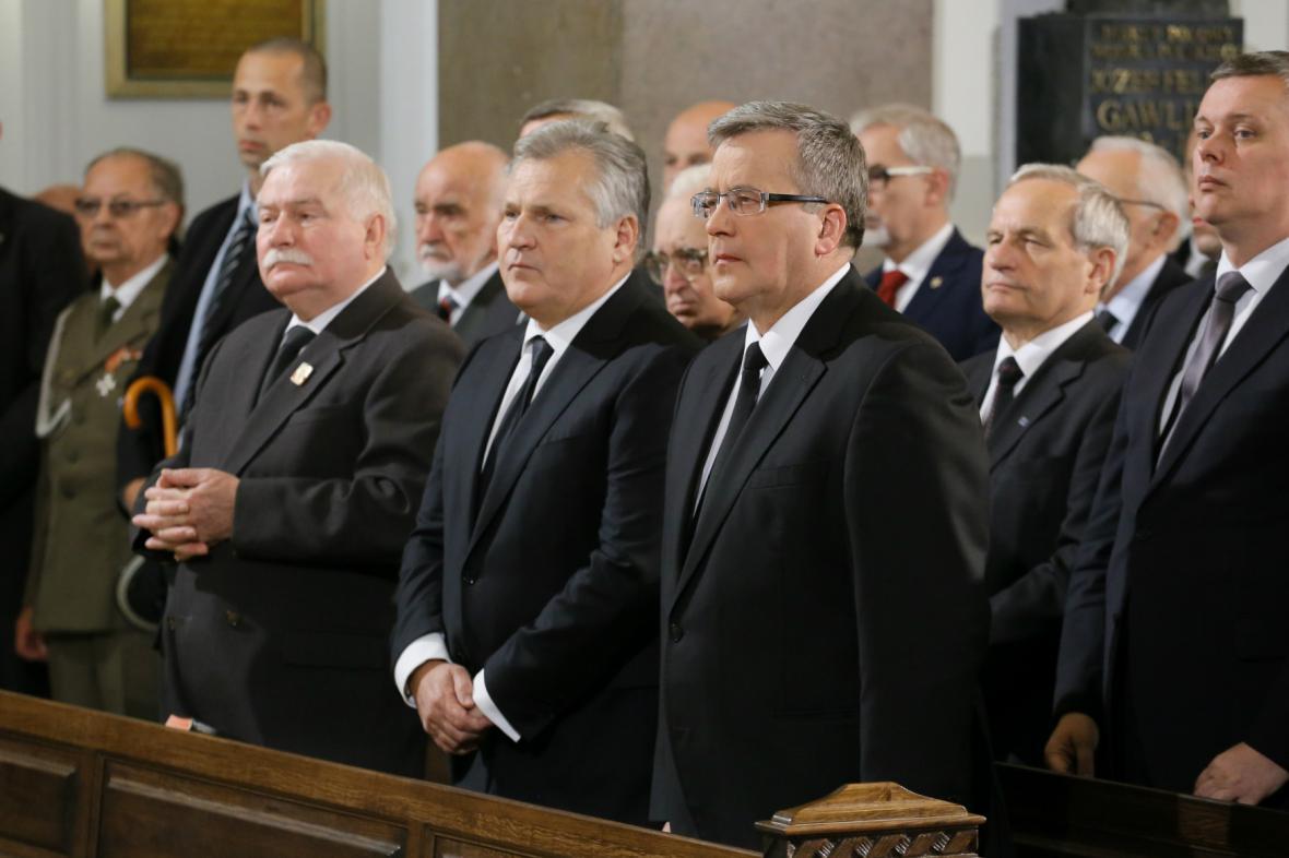 Pohřbu Jaruzelského se účastní Walesa, Kwasniewski i Komorowski
