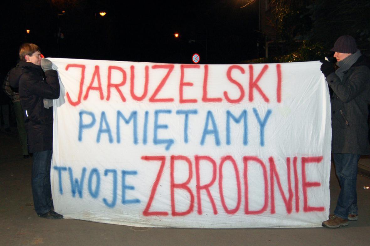 Demonstrace proti Jaruzelskemu v roce 2009