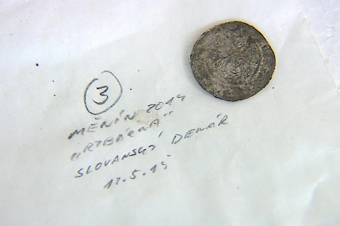 Archeologové na místě našli staré mince