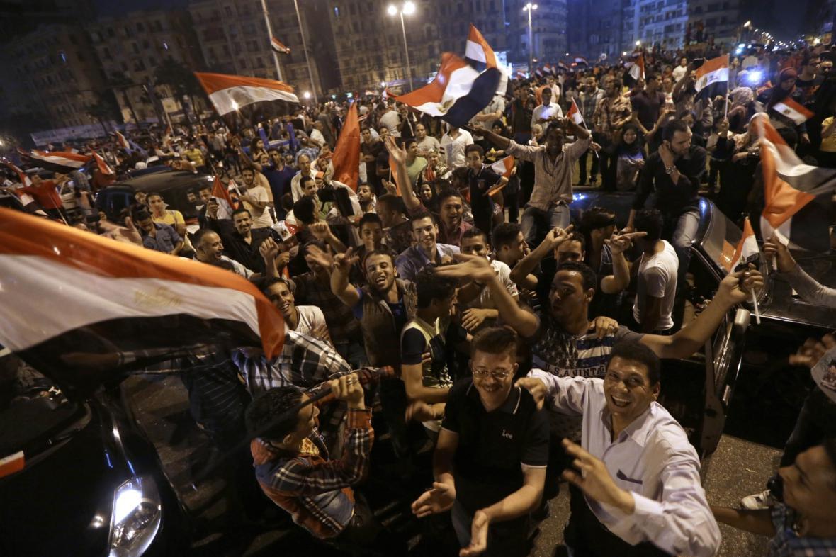 Přívrženci Sísího oslavují výsledek voleb