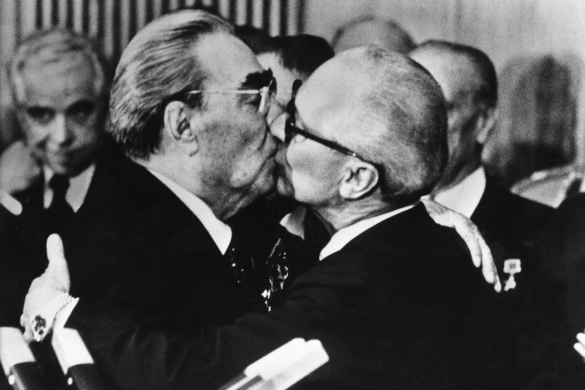 Leonid Iljič Brežněv a Erich Honecker