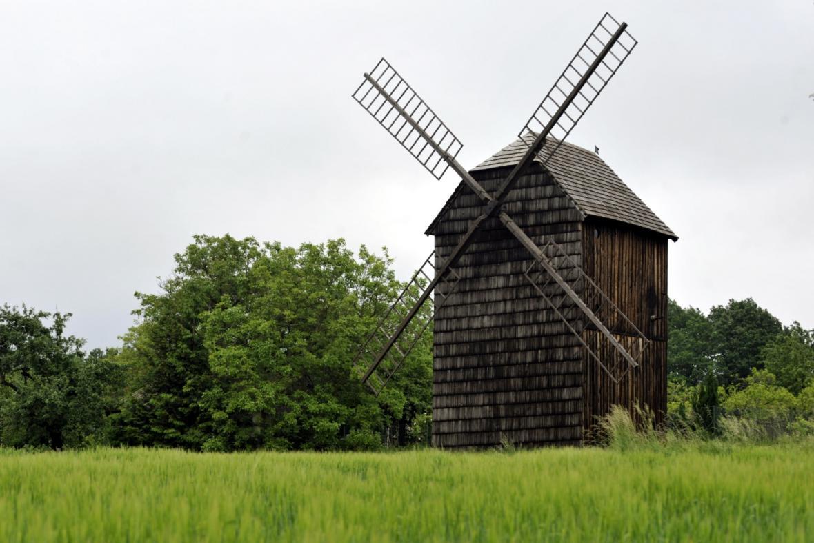 Větrný mlýn ve Velkých Těšanech na Kroměřížsku