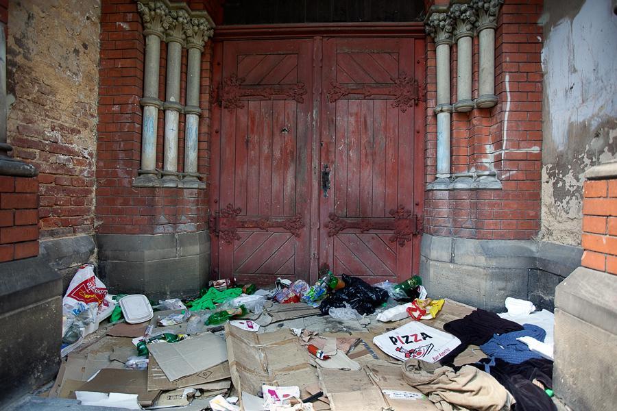 Bezdomovecké místo proti ubytovně ve Varnsdorfu