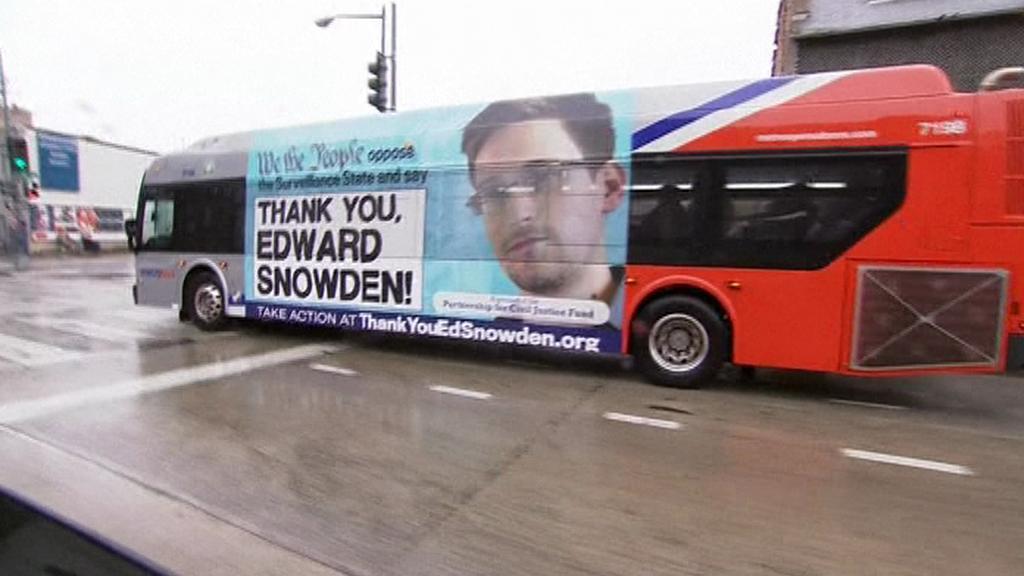 Autobus s poděkováním Snowdenovi