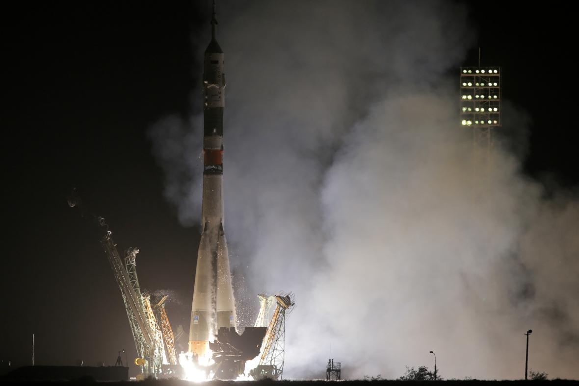 Sojuz se vydal s trojicí kosmonautů k ISS