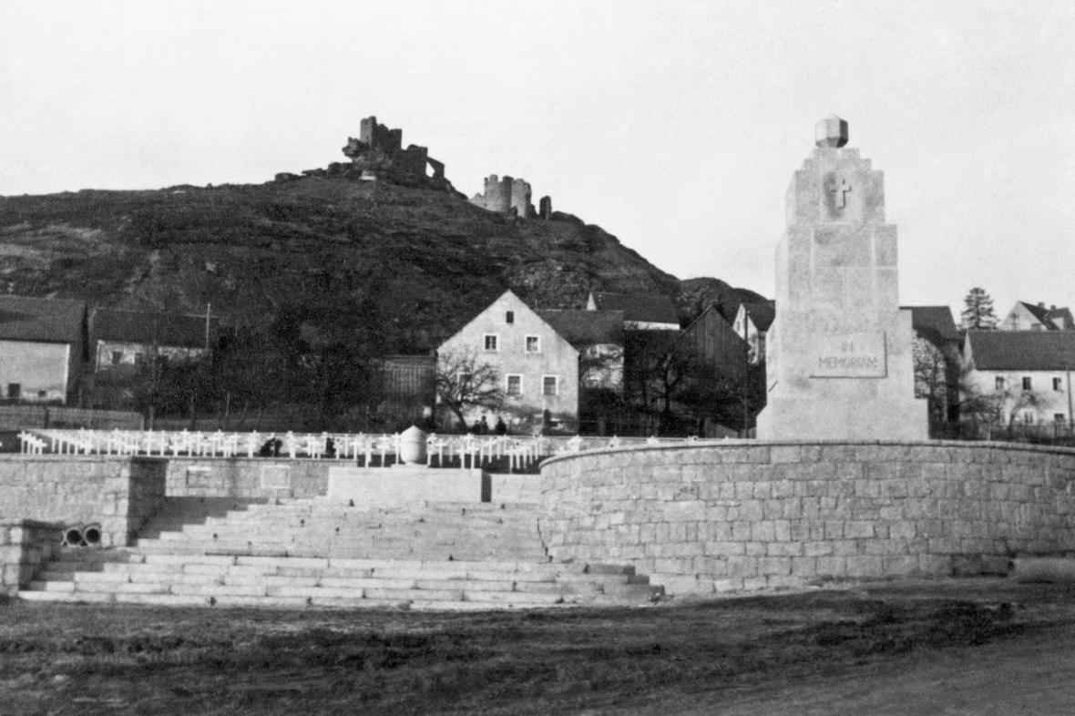 Pomník obětem koncentračního tábora ve Flossenbürgu