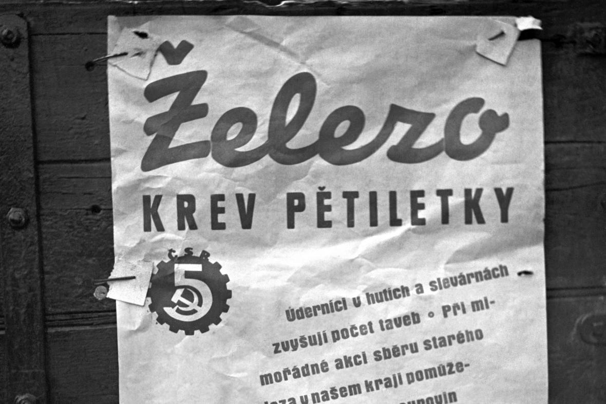 Dobový plakát z roku 1950 vyzývající ke sběru železa