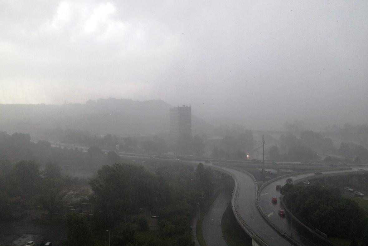Bouřka v pražské Tróji