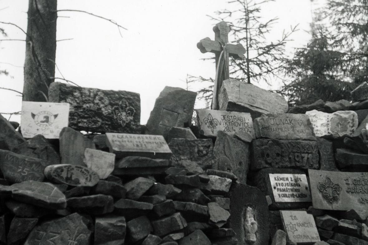 Mohyla na Ivančeně na historickém snímku