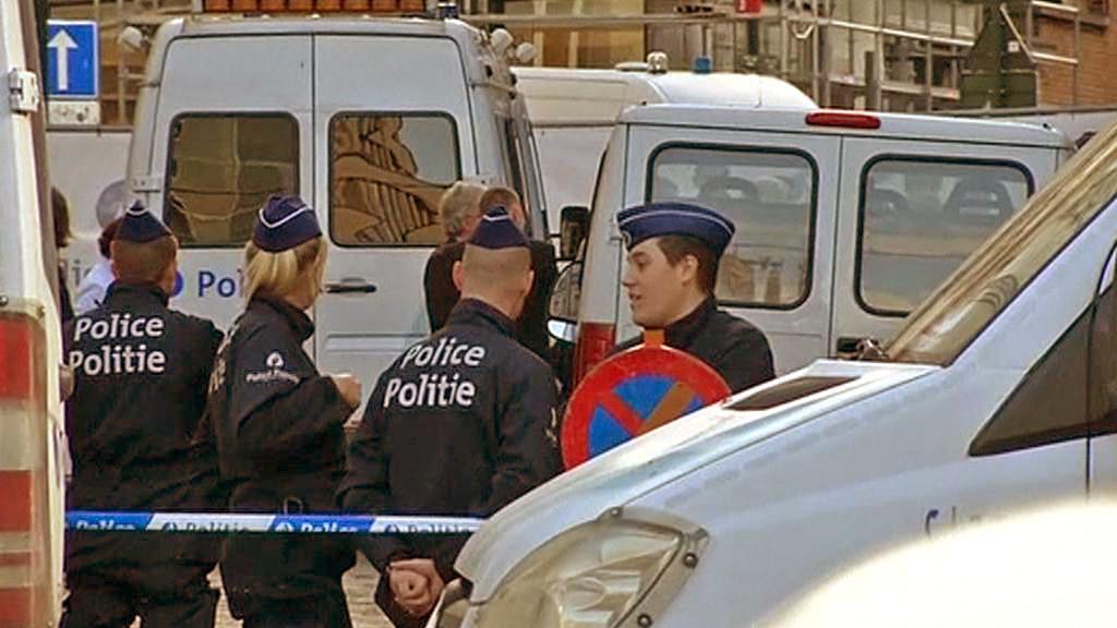 Policie před židovským muzeem v Bruselu