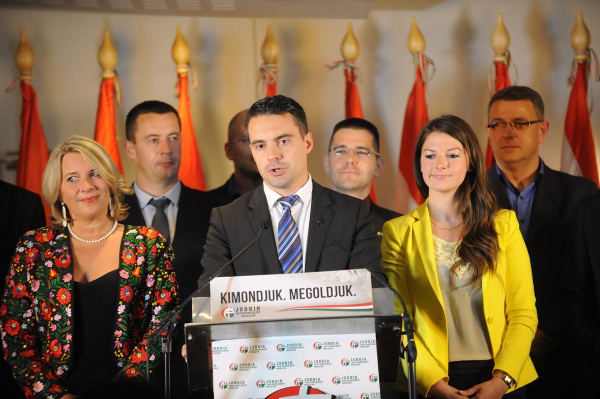Předseda Jobbiku Gábor Vona na brífinku po eurovolbách
