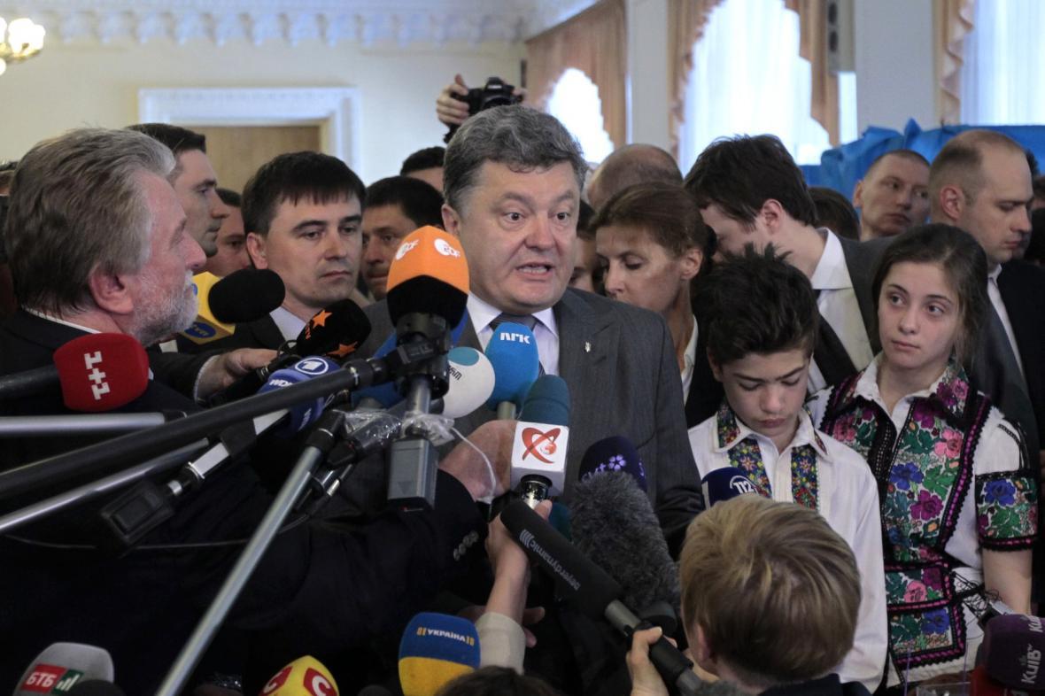 První kolo prezidentských voleb vyhrál Petro Porošenko