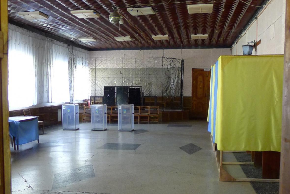 Proruští separatisté někde násilně obsadili volební místnosti