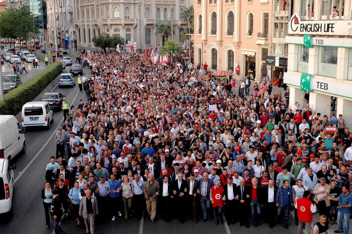 Demonstrace za oběti důlního neštěstí v Izmiru