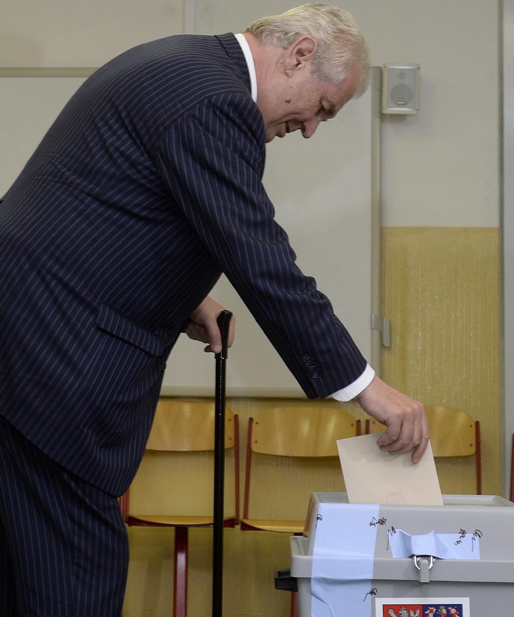 Miloš Zeman hlasuje v evropských volbách