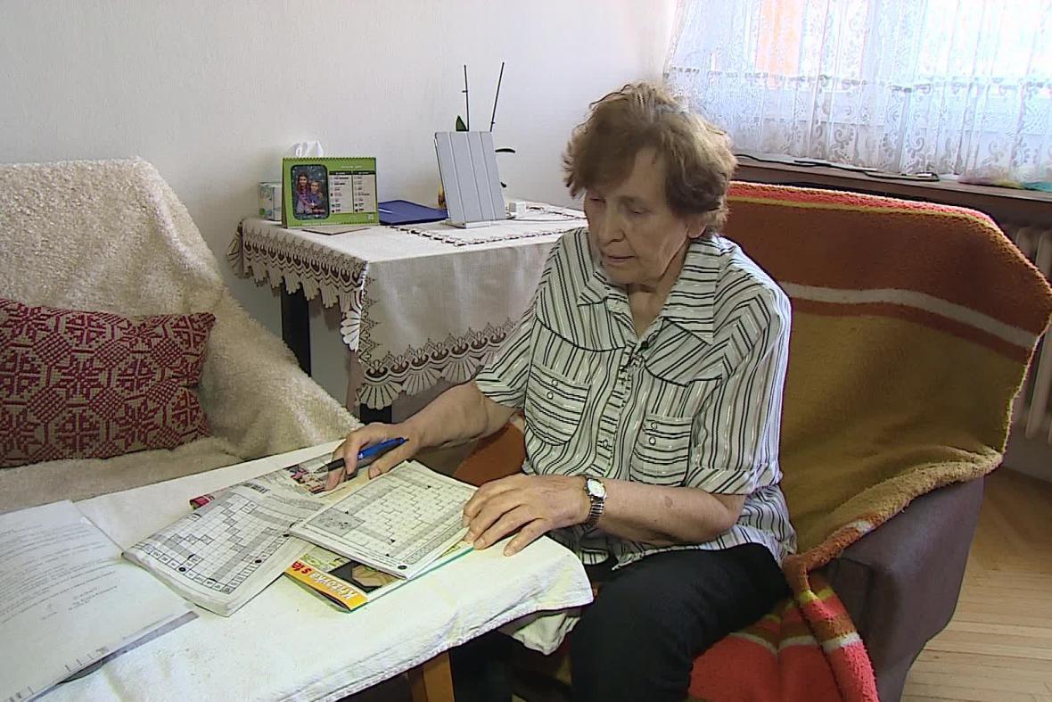 Mohu jen luštit křížovky, říká smutně Jaroslava Komárková