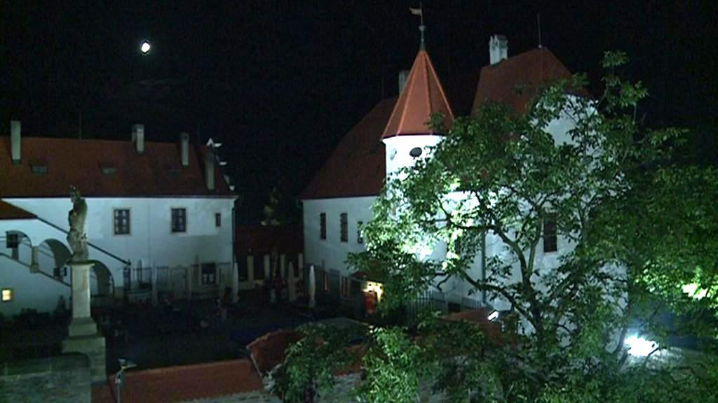 Osvícený hrad Bouzov