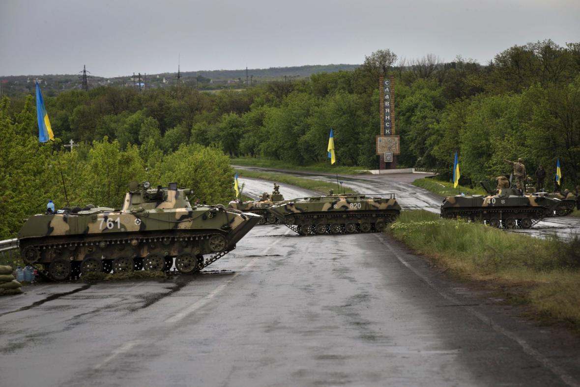 Ukrajinské tanky u Kramatorsku