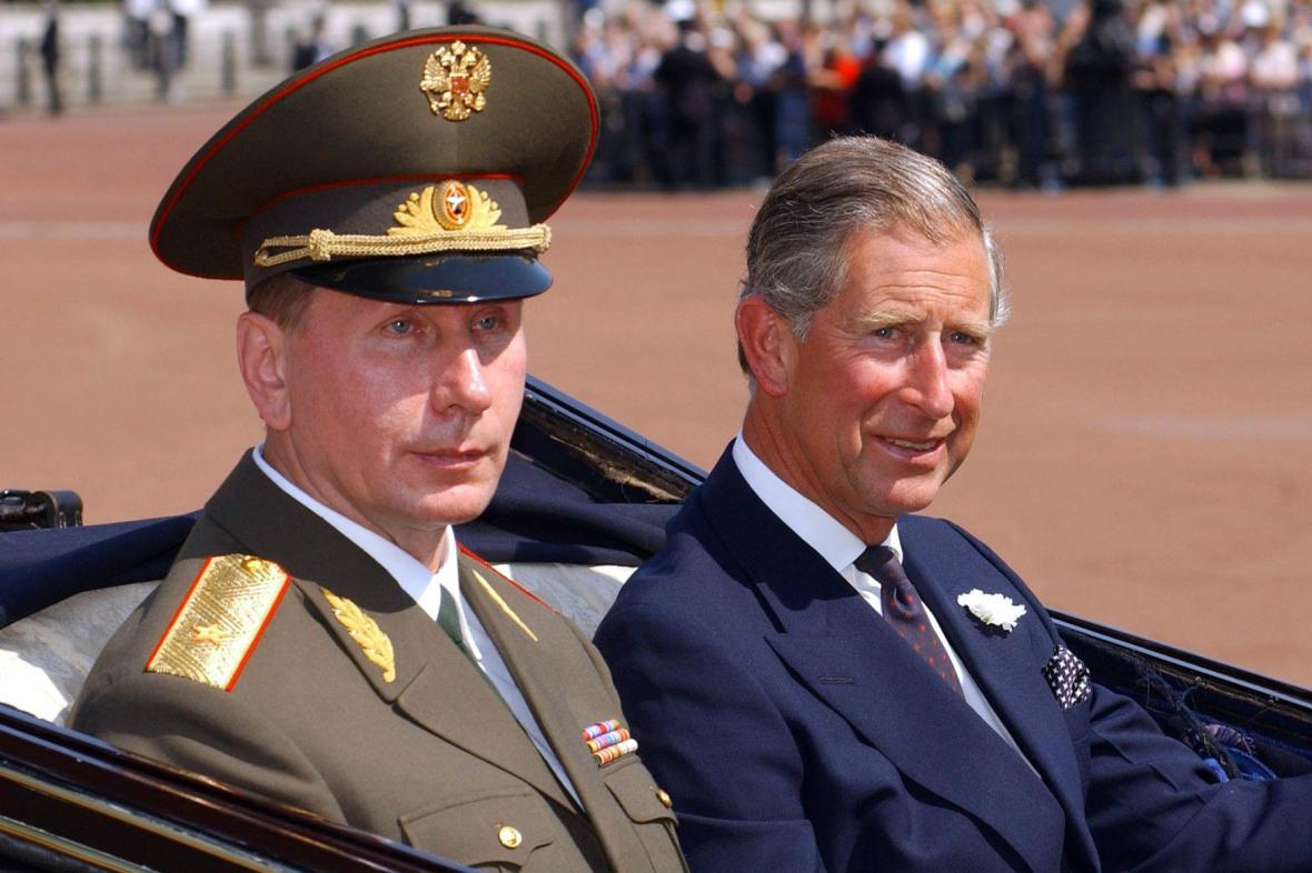 Putin a Charles na archivním snímku z roku 2003
