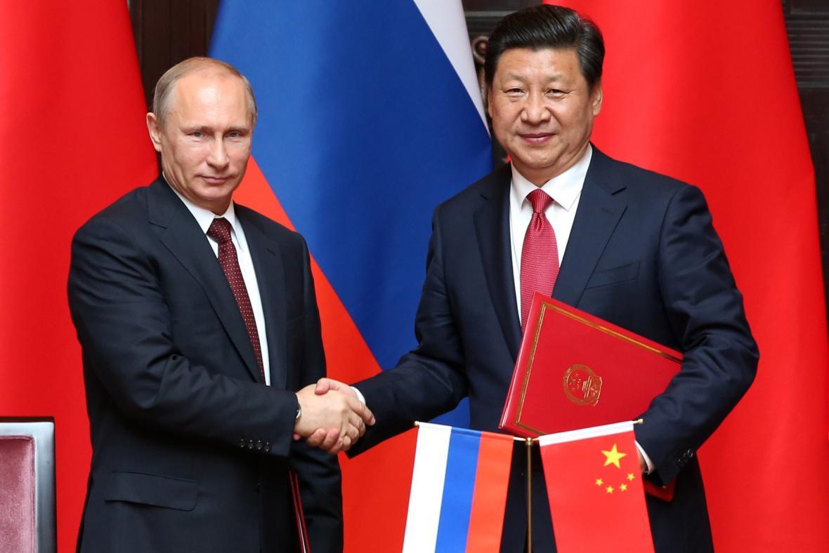 Vladimir Putin se svým čínským protějškem
