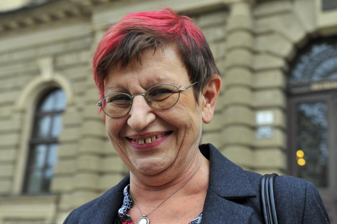 Ivana Königsmarková se po vyhlášení nálezu Ústavního soudu usmívala