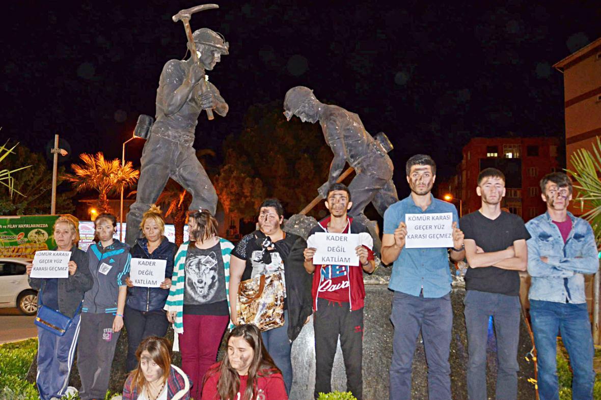 Demonstrace za oběti důlního neštěstí v Somě