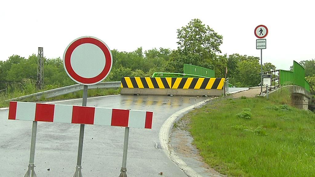 Uzavřený most v Nelahozevsi