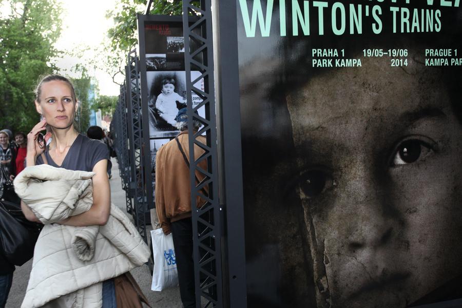 Výstava Wintonovy vlaky na pražské Kampě