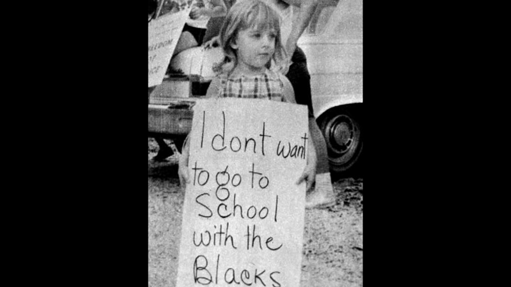 Proti desegregaci na školách protestují i děti
