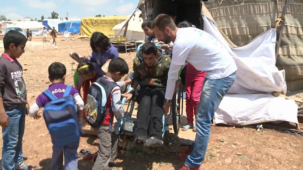 David Chrištof s dětmi syrských uprchlíků
