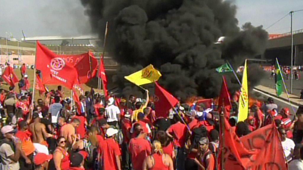Brazilské protesty proti konání fotbalového šampionátu